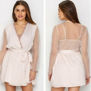 Nwt flora nikrooz charmeuse robe with lace size S
